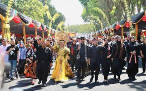 Bupati Karawang Menghadiri Undangan Banyuwangi Ethno Carnival 2019