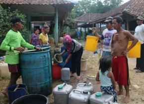 Pemkab Karawang Distribusikan 85 Ribu Liter Air Kesejumlah Wilayah Yang Terdampak Kekeringan